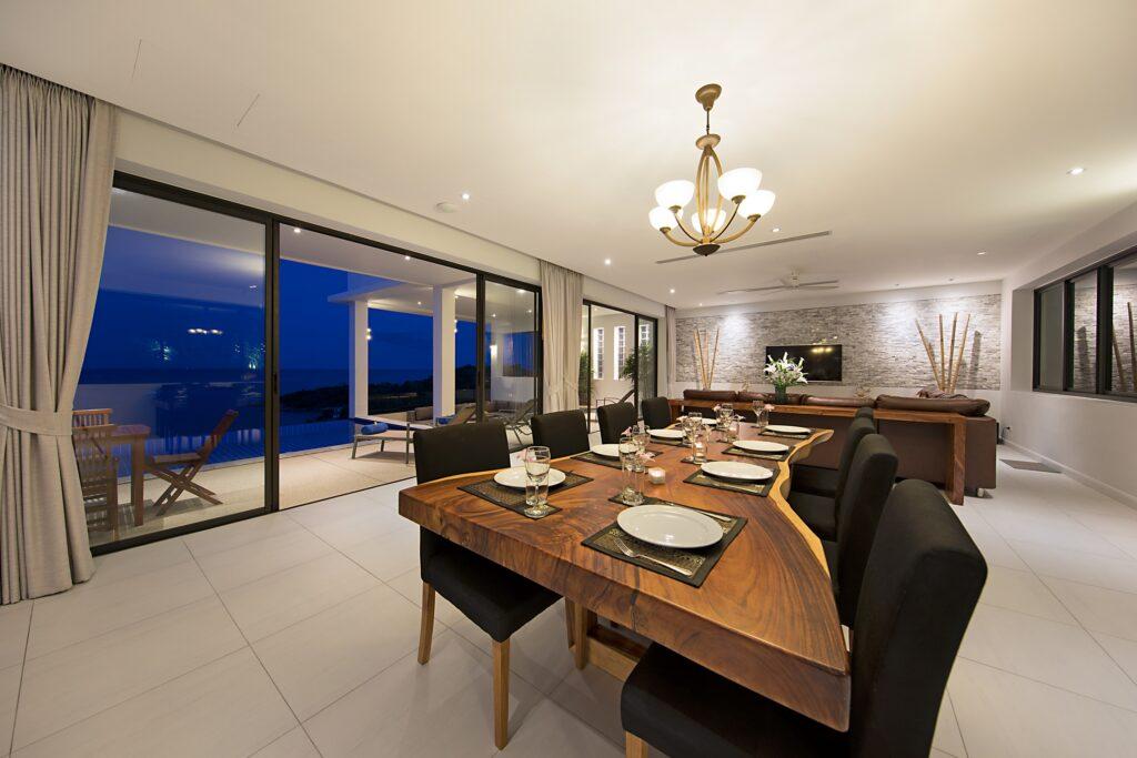Villa Dining